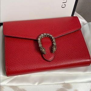 Gucci Dionysus wallet on chain